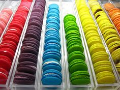 I would like to teach people the difference between Macaroons and Macarons. THESE ARE MACARONS. THe little lump of coconut cookies are macaroons. Rainbow Food, Taste The Rainbow, Over The Rainbow, Rainbow Stuff, Rainbow Sweets, Rainbow Cookie, Rainbow Cakes, Macarons, Adriano Zumbo
