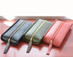 Leather Gifts, Leather Craft, Leather Tooling, Leather Wallet, Leather Glasses Case, Leather Bag Pattern, Small Leather Goods, Leather Design, Leather Accessories