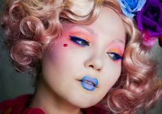 Doe Deere, founder of Lime Crime, transforms herself into Effie Trinket, an eccentric character from Hunger Games. Lime Crime, Cosplay Makeup, Costume Makeup, Doll Makeup, Clown Makeup, Eye Makeup, Makeup Inspo, Makeup Inspiration, Makeup Ideas