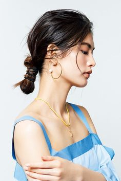 Challenge stoic vertical knot hair from the runway. Creative Hairstyles, Messy Hairstyles, Wedding Hairstyles, Beauty Shoot, Hair Beauty, Hair Inspo, Hair Inspiration, Hair Arrange, Editorial Hair