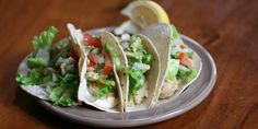 Oyster Tacos with Garlic Mayo and Avocado Pico de Gallo Seafood Dishes, Seafood Recipes, Mexican Food Recipes, Ethnic Recipes, Avocado Dishes, Garlic Mayo, Oyster Recipes, Soft Tacos, Latin Food