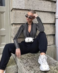 Always body and jeans 😍 wearing all AD Trendy Outfits, Cute Outfits, Fashion Outfits, Street Style Inspiration, Layered Fashion, Outfit Goals, Fashion Lookbook, Fashion Killa, Aesthetic Clothes