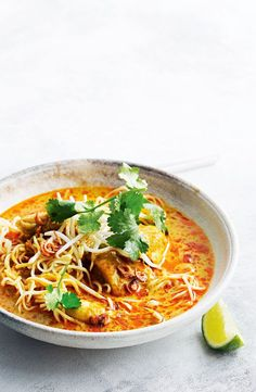 Northern Thai chicken and noodle curry - Nudel Spicy Recipes, Curry Recipes, Indian Food Recipes, Asian Recipes, Soup Recipes, Chicken Recipes, Cooking Recipes, Healthy Recipes, Healthy Breakfasts