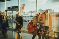 30 airport hacks that every traveler should know. Traveling is fun and exciting, but getting through the airport can be a hectic experience. Check out these travel hacks to make your next trip stress-free. Shiga, Voyager C'est Vivre, Airport Hacks, Time To Leave, Airport Security, Airport Wifi, Boeing 777, Long Haul, Cheap Flights