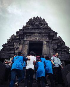 Sorry Im late in posting this but heres a picture from Prambanan! #prambanan #prambanantemple #temple #jogja #yogyakarta #wonderfulindonesia #indonesia #ancienttemple #hindu #hindutemple #wisata #wisatajogja #tempatwisata #tempatwisatajogja