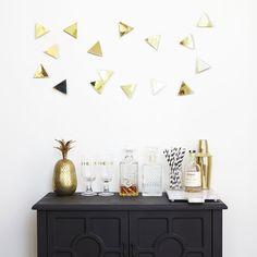 Décorations triangles dorés, pour habiller un mur ou une entrée | Midica