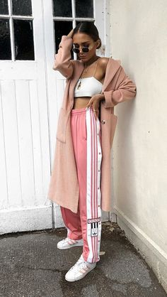10 Proof that the sports pants are still very cool – Outfit Styles Sporty Outfits, Mode Outfits, Trendy Outfits, Girl Outfits, Fashion Outfits, Fashion Trends, Looks Adidas, Glam Look, Rocker Look
