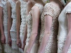 Все платья Ванессы Монторо (подборка со схемами и описанием) Crochet Irlandés, Filet Crochet, Crochet Shawl, Crochet Doilies, Crochet Stitches, Crochet Trim, Crochet Patterns, Crochet Skirts, Crochet Clothes