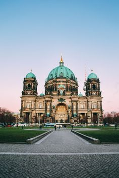 A first-time visit to Berlin is bound to be an absolutely incredible experience, filled with an eclectic mix of history, culture and gorgeous sights, it's a city that intrigues yet embraces us visitors with open arms. Whether