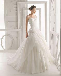 ***ORIENTE - Vestido de organza, tul y flor en color natural 771- Chaqueta de encaje y tul de seda en color natural