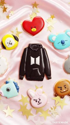 Cute Cookies, Cupcake Cookies, Sugar Cookies, Disney Desserts, Disney Food, Cookie Frosting, Royal Icing Cookies, Bts Cake, Bts Birthdays
