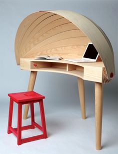 Curved Desk Design That Will Inspire Your Decor Style! – Creative Home Office Design Modern Office Desk, Home Office Desks, Office Furniture, Cool Furniture, Modern Furniture, Furniture Design, Furniture Ideas, Furniture Outlet, Office Stool