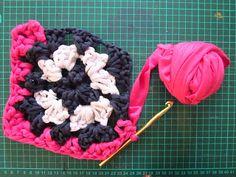 Granny square en totora ( Fabric yarn) <3