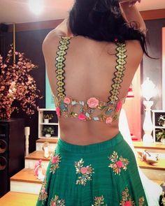 New Blouse Designs - Latest Saree Blouse Back Neck Designs - Buy lehenga choli online Blouse Back Neck Designs, New Blouse Designs, Stylish Blouse Design, Bridal Blouse Designs, Saree Blouse Designs, Blouse Styles, Blouse Patterns, Sari Design, Blouse Lehenga