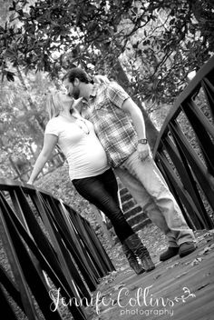 Outdoor maternity photography | Jennifer Collins Photography • Florence SC