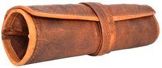 """Zusammenrollen und einfach und unkompliziert alles dabei haben – das ist mit der Dampfertasche """"Tony"""" kein Problem mehr. Aus naturgegerbtem Ziegenleder im angesagten Vintage-Look bietet Dir diese Tasche Platz für Deine Tabak- oder Dampfersachen - Lederaccessoire - Gusti Leder - S16b"""