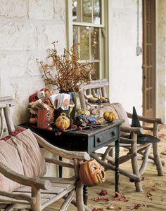 Cute vintage Halloween porch decorations!
