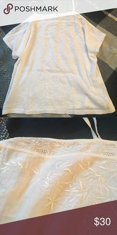 Cold shoulder Lucky top! Great detailing NWOT lucky brand top. Cold shoulder. White cotton. Very flattering Lucky Brand Tops Tunics
