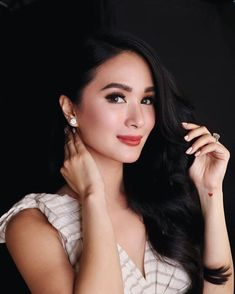 Heart Evangelista Beautiful Women Pictures, Beautiful Asian Girls, Heart Evangelista Style, Filipino Girl, Summer Makeup Looks, Glamour Makeup, Rich Girl, Skin Makeup, Wedding Makeup