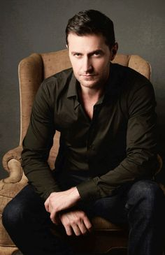 Richard Armitage, Darkly handsome as Thorin Oakenshield and Sir Guy in Robin Hood.