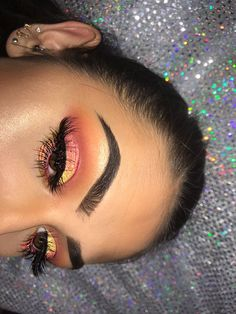 When it comes to makeup, eyeshadow is perhaps the trickiest product to apply. Makeup On Fleek, Flawless Makeup, Gorgeous Makeup, Pretty Makeup, Love Makeup, Skin Makeup, Makeup Inspo, Makeup Inspiration, Eyeliner Makeup