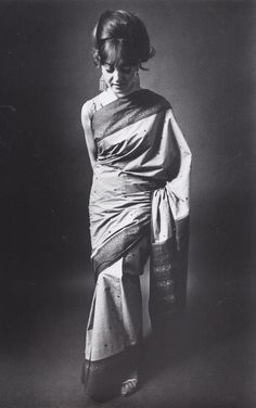 A look at beauty queen Reita Faria in the sleeveless blouse and the sari drape of the 60s which left the upper part of the garment loose over the arm.