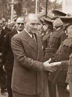 """Search for """"Mustafa kemal atatürk"""" Without Dress, Turkish Army, The Turk, Braided Hairstyles For Wedding, Female Soldier, Fathers Love, Great Leaders, Historical Pictures, Ancient Rome"""