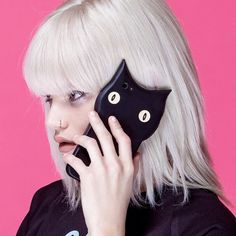 FAN FRIDAY  @zoebelleelyse rocking #Cashmere! Phone case from @valfre.