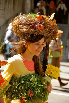 This was our first Easter in Manhattan. For over 100 years there has been an Easter Bonnet parade on Avenue every Easter Sunday. Crazy Hat Day, Crazy Hats, Easter Projects, Easter Crafts, Easter Eggs, Easter Bonnets, Easter Hat Parade, Holidays And Events, Fancy Dress