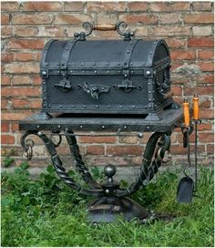 Make BBQ Grill look like chest! Metal Projects, Welding Projects, Metal Crafts, Blacksmith Projects, Iron Art, Welding Art, Forged Steel, Metal Fabrication, Iron Decor