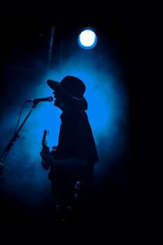 Gustavo Cerati Soda Stereo, Music Wallpaper, Cool Wallpaper, Rock Argentino, El Rock And Roll, Heavy Rock, Concert Photography, Rock Legends, Cowgirl Style