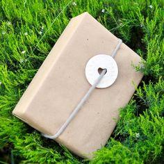 Salt dough gift tags and custom gift wrap ideas #craftgawker