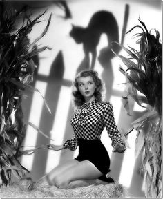 Classic Hollywood actress Lillian Wells, vintage Halloween pin-up girl photo