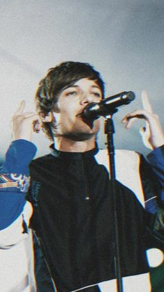 Louis Tomlinsom, Louis And Harry, One Direction Pictures, I Love One Direction, One Direction Collage, Harry Styles Wallpaper, My Superman, Babe, Louis Williams