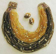 . . . identi chiC * ! ! !: collar