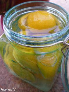 Le citron est un puissant exhausteur de gout pour les sauces, desserts, vinaigrettes et autres. Son jus prévient l'oxydationd'autres fruits et légumes comme la pomme, l'avocat ou la banane.En tranches, il accompagne à merveille viandes et volailles, parfumant...