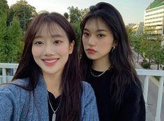Doyeon❄️&Naeun-April my page for more pic Aesthetic Korea, Aesthetic Photo, Ulzzang Korea, Ulzzang Girl, Kpop Girl Groups, Kpop Girls, Bff Girls, April Kpop, Kim Doyeon