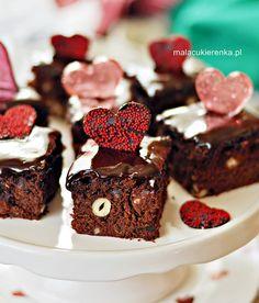Ciasto mocno czekoladowe z prażonymi orzechami laskowymi