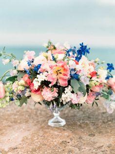 Colorful floral centerpiece | Olga Plakitina | see more on: http://burnettsboards.com/2015/09/splendor-shores-caspian-sea/