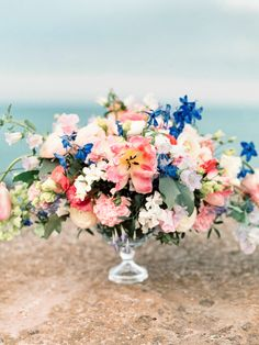 Colorful floral centerpiece | Olga Plakitina | see more on: http://burnettsboards.com/2015/09/splendor-shores-caspian-sea/