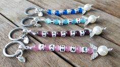 l NUEVO * Llavero individual Little Guardian Angel N ° 7 con nombre mit Name Key Jewelry, Jewelry Crafts, Jewelery, Handmade Jewelry, Jewelry Making, Valentine Gifts For Boys, Clay Keychain, Alphabet Beads, Wine Glass Charms