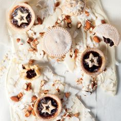 """Mince pies on white chocolate """"bark"""" White Chocolate Bark, Clarified Butter Ghee, Mince Pies, Food Festival, Serving Dishes, Christmas Treats, Baking, Sweet, Recipes"""