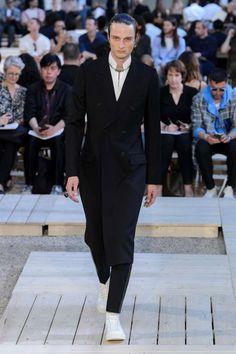 Alexander McQueen Spring-Summer 2018   Paris Fashion Week