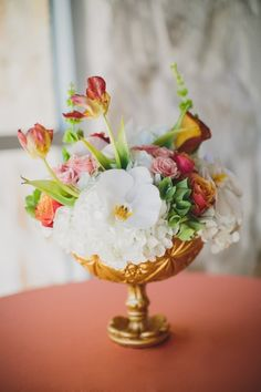 Pretty centerpiece by http://stemfloral.com Photo by http://taylorlordphotography.com
