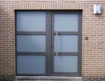 voordeur Garage Doors, Windows, Interior, Outdoor Decor, Home Decor, Decoration Home, Indoor, Room Decor, Interiors