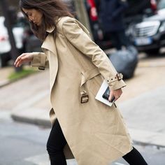 The Timeless Trench Coat- Street style Barbara Martelo Petite Fashion, French Fashion, Style Fashion, Luxury Fashion, Barbara Martelo, Street Style 2014, Fashion Gone Rouge, Cool Street Fashion, Paris Fashion