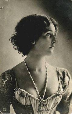 Lina Cavalieri opera singer