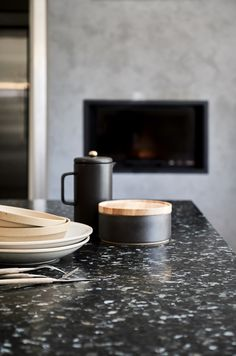 Stunning black and grey kitchen with real stone worktops from Lundhs. Scandinavian Cabin, Scandi Home, Scandinavian Kitchen, Scandinavian Design, Luxury Interior, Interior Styling, Interior Design, Black And Grey Kitchen, Modern Stoves