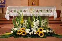 Anointed creations Wedding and event planning: Weddings with sunflower motifs . - Anointed creations Wedding and event planning: Weddings with sunflower motifs – sunflower wedding - Sunflower Arrangements, Church Flower Arrangements, Altar Flowers, Church Flowers, Beautiful Flower Arrangements, Funeral Flowers, Floral Arrangements, Beautiful Flowers, Church Altar Decorations