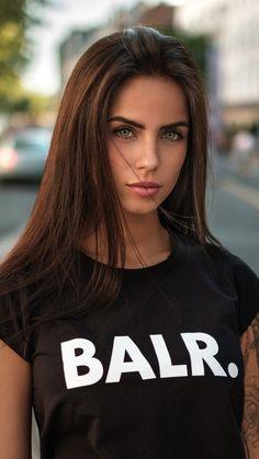 Most Beautiful Faces, Beautiful Girl Image, Beautiful Gorgeous, Gorgeous Women, Beautiful Women Tumblr, Hot Brunette, Brunette Beauty, Girl Face, Woman Face